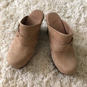 Ugg size 5 clogs good condition